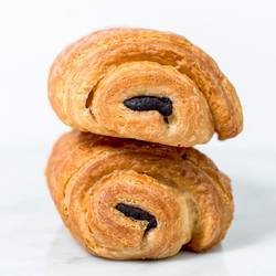 Puff pastry dough filled with chocolate. Double tap if you like our Chocolate Stick Danish!❤️