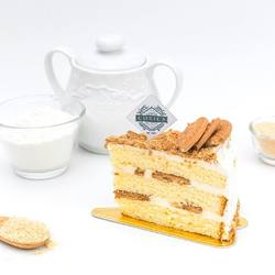 Vanilla Sponge + Chantilly Cream + Regal Cookie Crumbs = a party in your mouth! 🥳